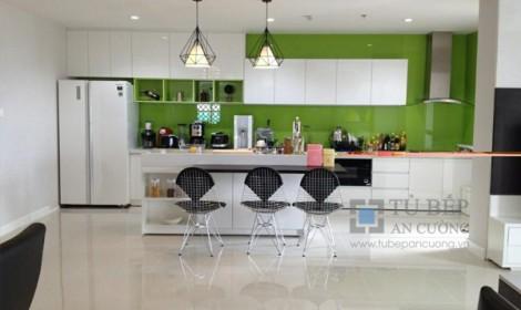 Thi công tủ bếp Acrylic căn bộ Sunrise City Quận 7