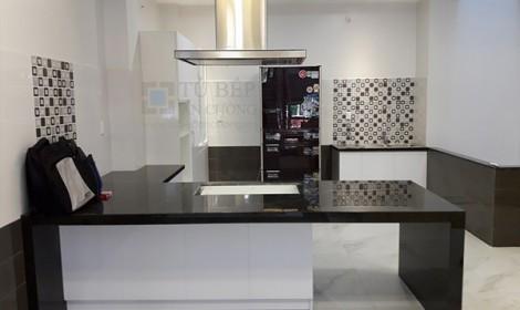 Thi công tủ bếp Acrylic nhà phố Quận 3