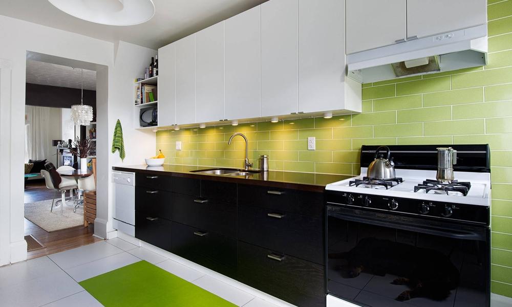 Tủ bếp Acrylic An Cường phối màu trắng đen Mẫu 074