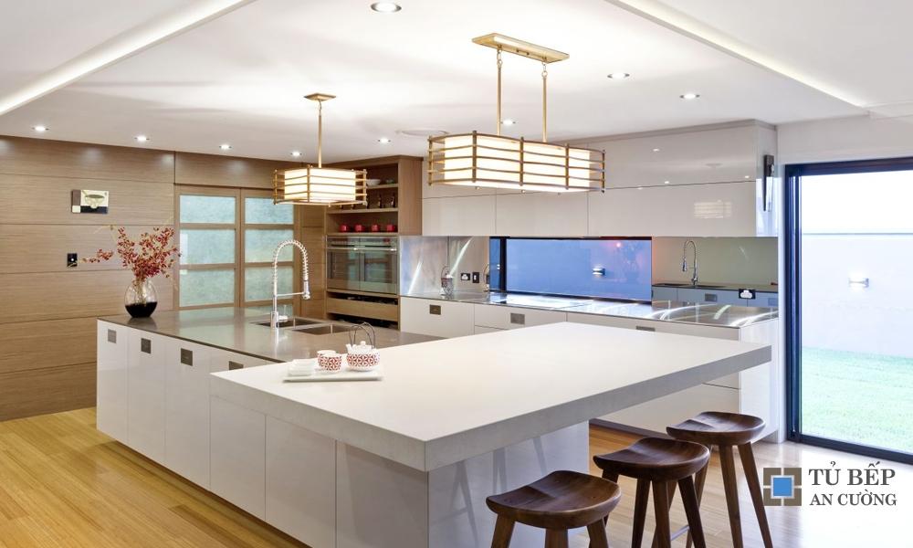 Tủ bếp Acrylic An Cường nhà phố màu trắng mã màu PARC01