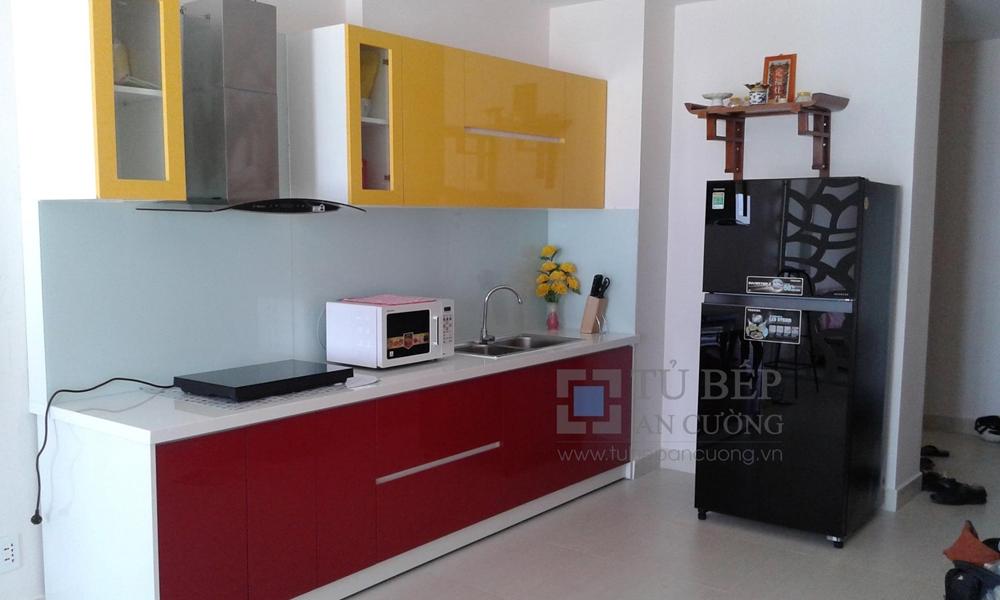 Tủ bếp căn hộ Phú Mỹ Quận 7 Acrylic màu đỏ vàng