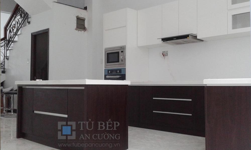 Tủ bếp Acrylic có đảo bếp nhà phố Gò Vấp
